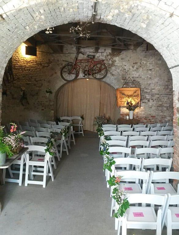 jacobusmolen trouwen witte stoelen